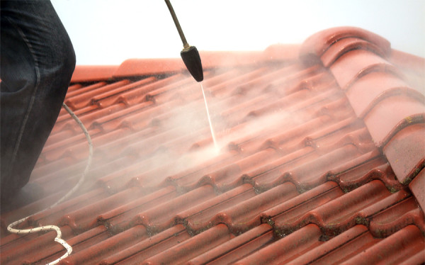 Mycie dachu dyszą rotacyjną