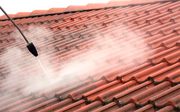 Czyszczenie dachu gorącą wodą