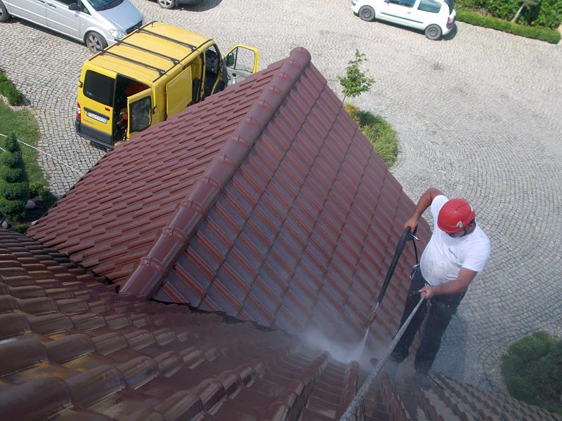 w trakcie mycia dachu 05
