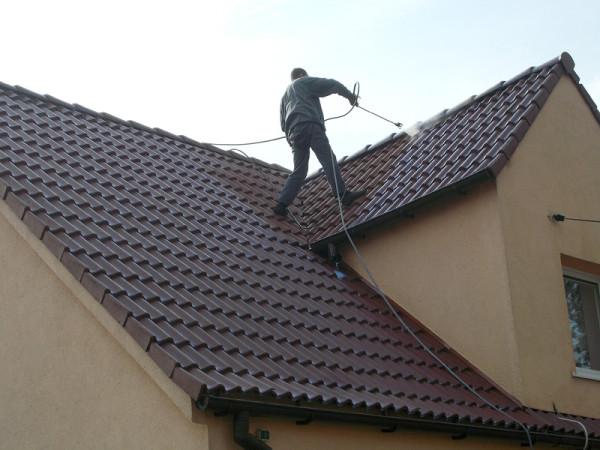 w trakcie mycia dachu 02