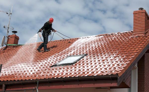 w trakcie mycia dachu 14