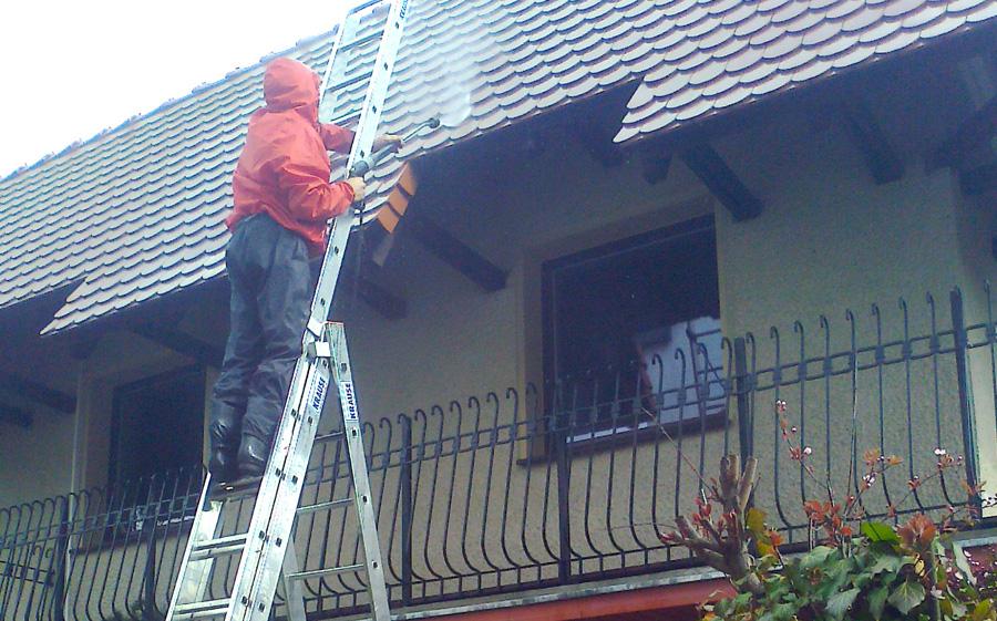 w trakcie czyszczenia dachu 01