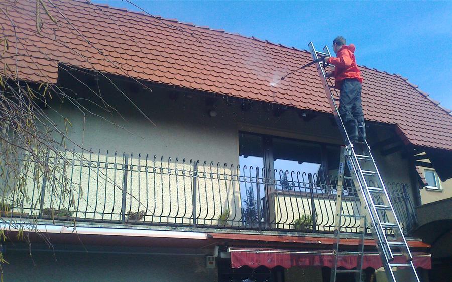w trakcie mycia dachu 16