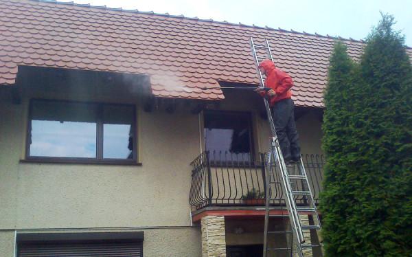 w trakcie mycia dachu 15